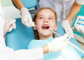 Soins dentaires pour enfants et adolescents